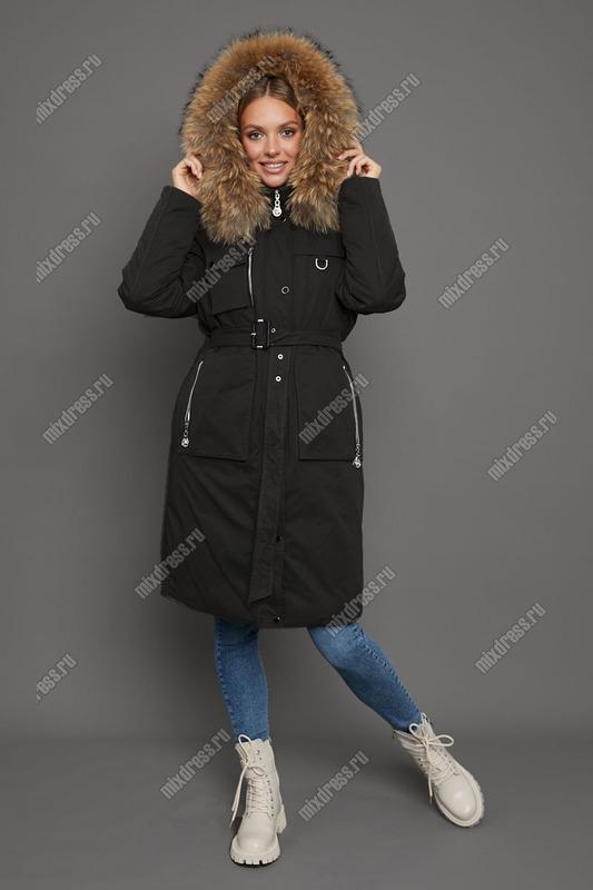 Приталенный женский пуховик черного цвета